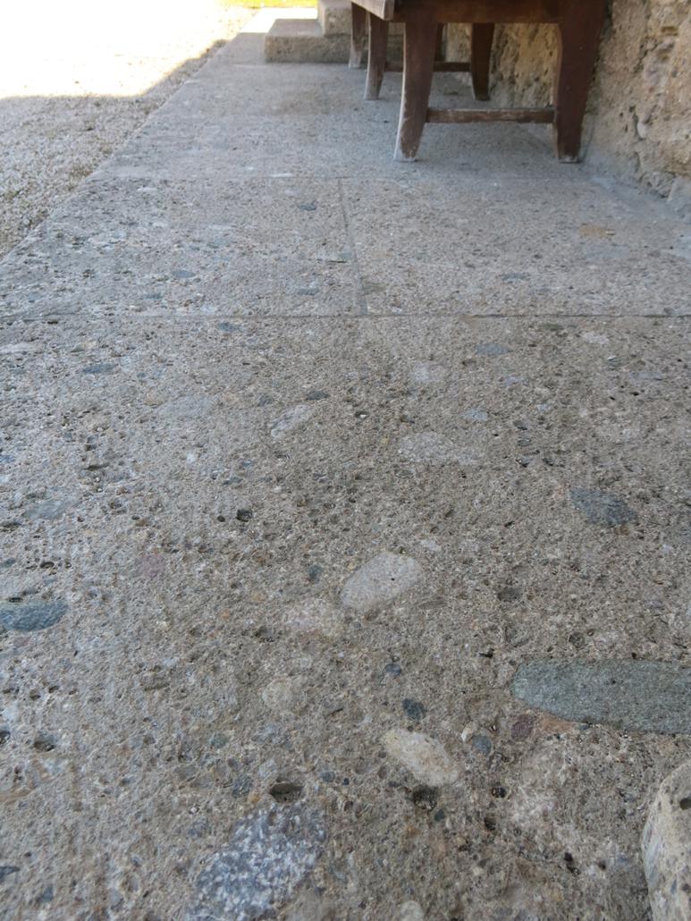 Boden aus Naturstein Nagelfluh, gestockt
