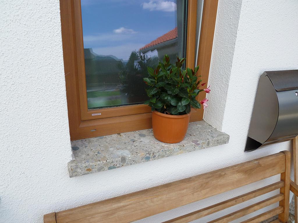 Fensterbank Nagelfluh geschliffen