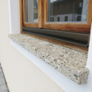 Fensterbank Naturstein Nagelfluh Oberfläche gestockt