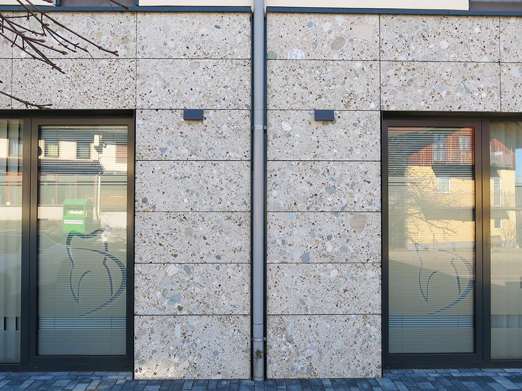 Nagelfluh Fassade, grob geschliffen