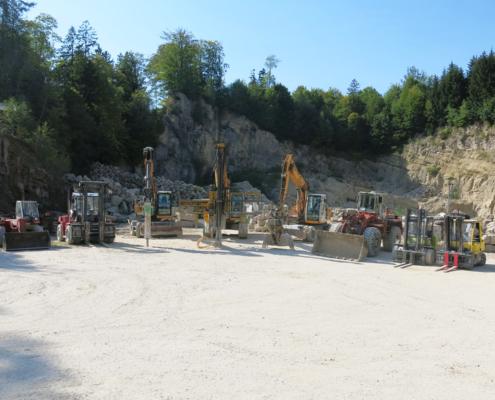 Maschinenpark im Nagelfluhsteinbruch in Brannenburg