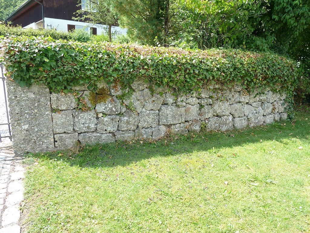 Pflastersteine Mauer aus Naturstein Nagelfluh