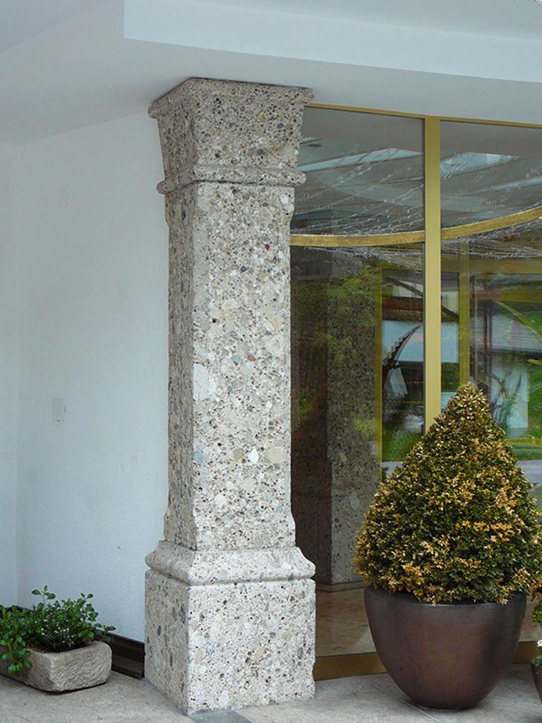 Stützpfeiler aus Naturstein Nagelfluh
