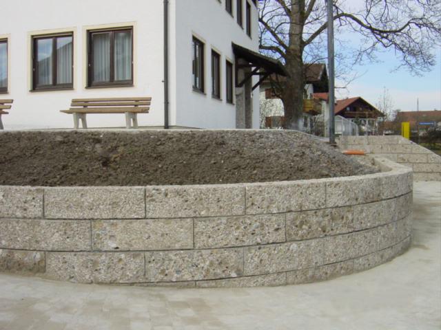 Nagelfluh Natursteinmauer mit Rundung