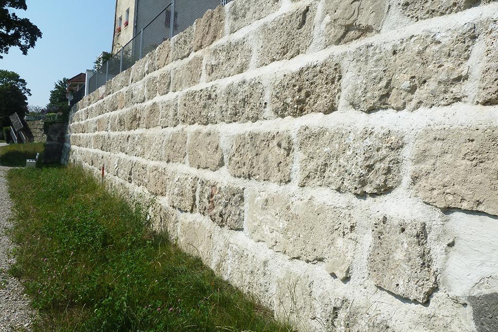 Restaurierung der Stadtmauer Laufen mit Brannenburger Nagelfluh